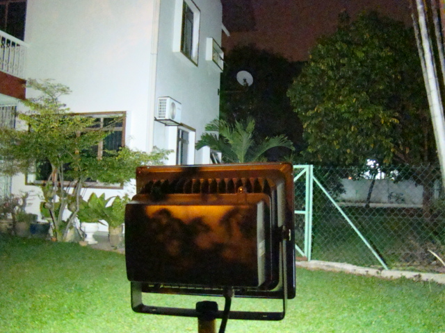 Solar Omega Flood Light with 1,000 Lumen